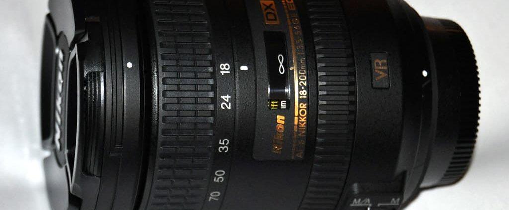 obiettivo nikkor 18-200